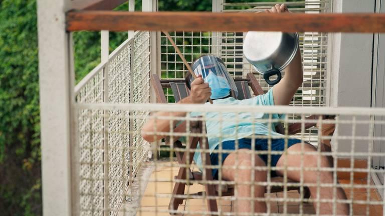 """Gregorio Duvivier em cena da série """"5X Comédia"""", do Amazon Prime Video"""