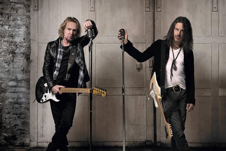 Os músicos Adrian Smith (esquerda) e Richie Kotzen (direita), que lançam disco do projeto Smith/Kotzen / março de 2021
