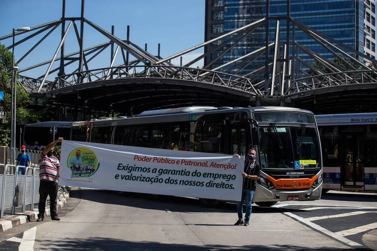 'Dia de lockdown nacional' tem paralisações e protestos em terminais de ônibus e metrô