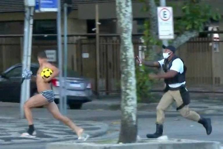 Colega de Felipe Neto é perseguido de sunga por agentes na zona sul do Rio