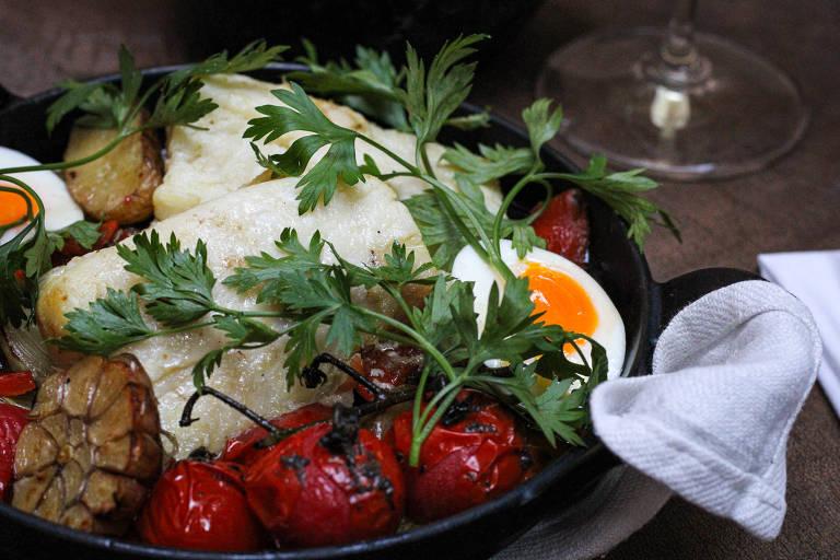 Bacalhau ao forno é uma das opções do restaurante Charco para o almoço de Páscoa