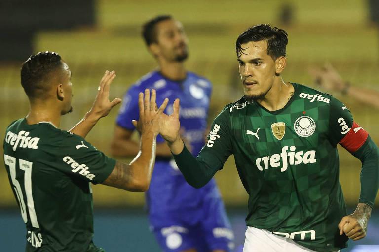 Gustavo Gómez (à dir.) comemora com Rafael Elias gol do Palmeiras contra o São Bento