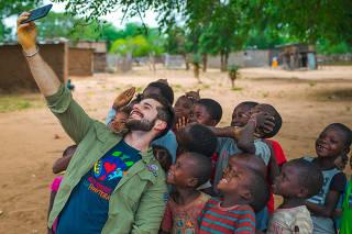 DJ Alok em viagens pela África