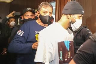 Jogador Gabigol é detido em cassino clandestino em São Paulo