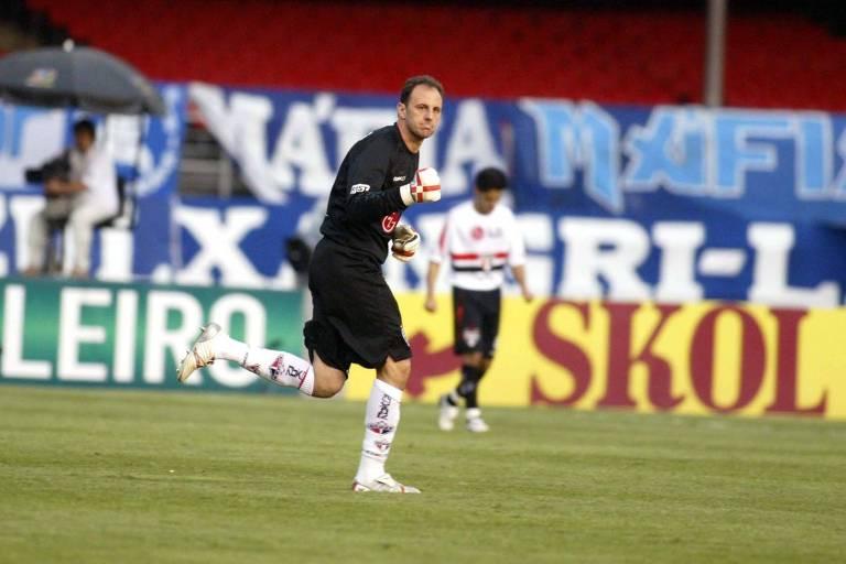 Contra o Cruzeiro, em 2006, Ceni marcou dois e ultrapassou Chilavert como maior goleiro-artilheiro