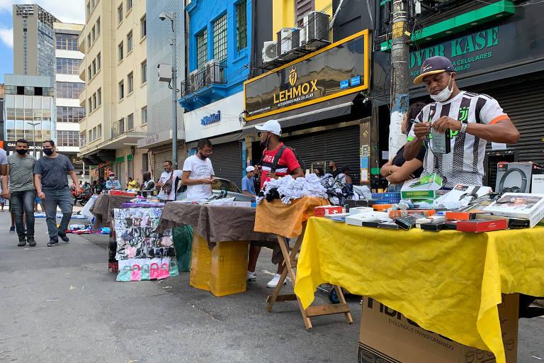 Ambulantes e lojistas driblam a fase mais rígida de restrição em São Paulo