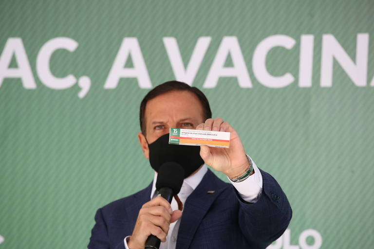 Governador João Doria (PSDB) mostra embalagem da Butanvac, nova candidata a vacina contra a Covid-19 produzida pelo Butantan