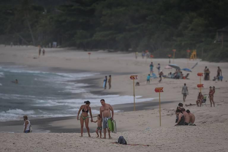 Cidades turísticas vivem dilema ao recusar visitantes no megaferiado