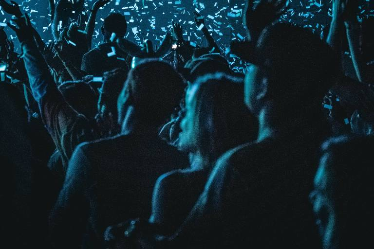 Aglomeração em luz azul