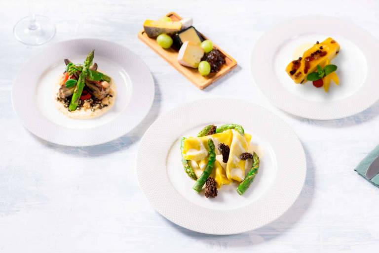 A British Airways lançou kits delivery com pratos da primeira classe para comer em casa