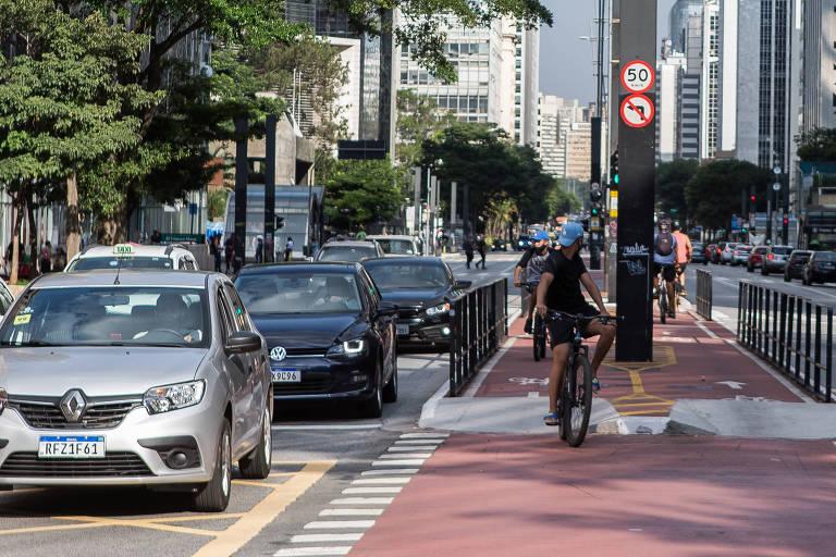 Rodovias registram tráfego tranquilo no primeiro dia de megaferiado em SP