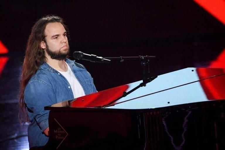 Luciano Cadô, participante da versão francesa do The Voice