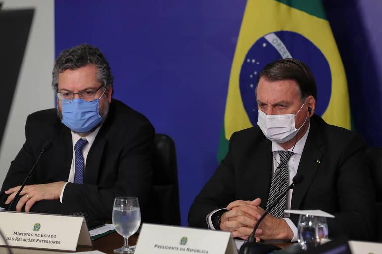 O chanceler Ernesto Araújo e o presidente Jair Bolsonaro durante reunião de cúpula do Mercosul