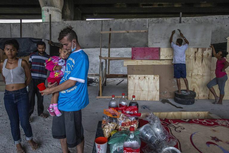Bolsonaro lança bravatas para encobrir cortejo de horrores que país vive