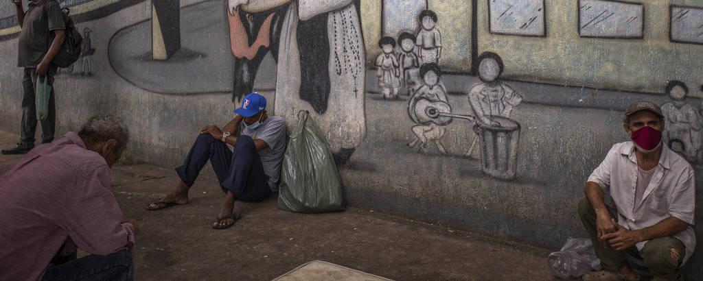 Moradores de rua em centro de atendimento na Mooca