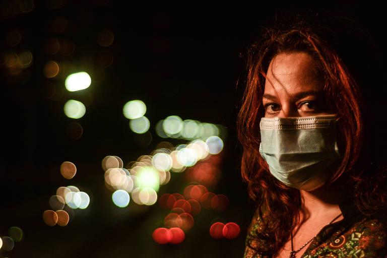 A bióloga Sylvia Affonso, 41, de máscara