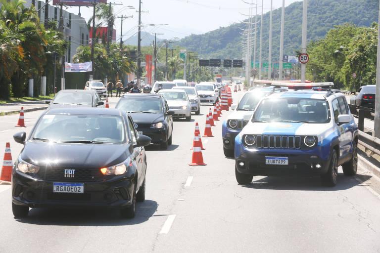 Cidades da Baixada Santista fazem barreiras para tentar evitar turista no feriado