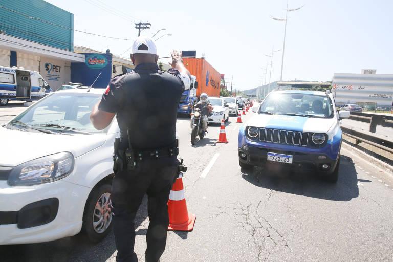 Mesmo na fase emergencial, mais de 600 mil veículos descem para o litoral paulista