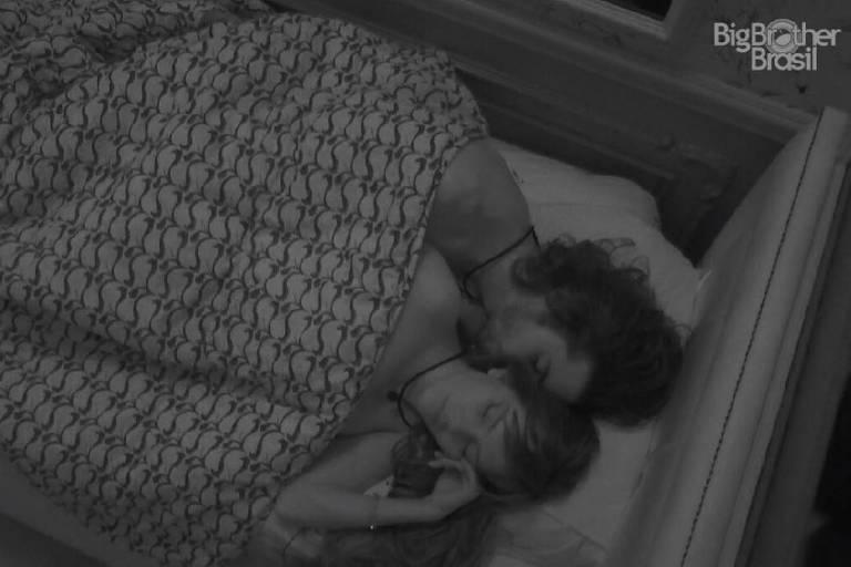 Fiuk e Thaís dormem juntos após festa no BBB 21