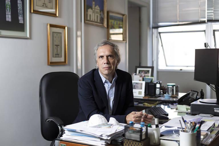 Antonio José Pereira, superintendente do Hospital das Clínicas, em seu escritório