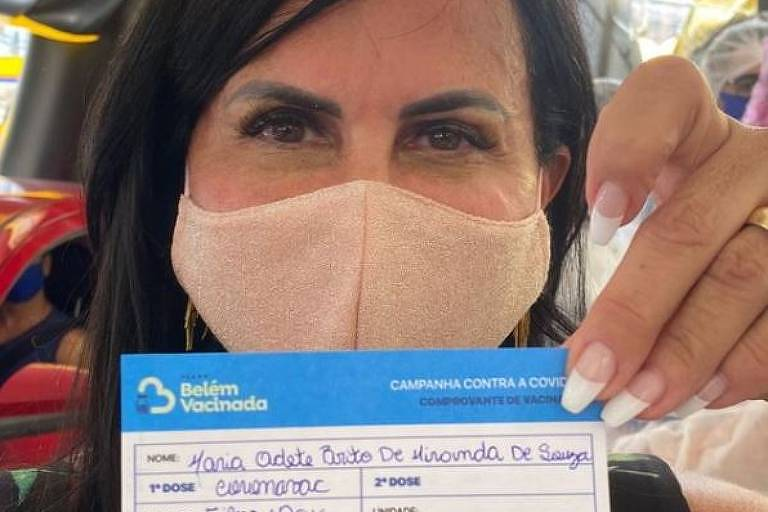Gretchen recebe primeira dose de vacina contra Covid