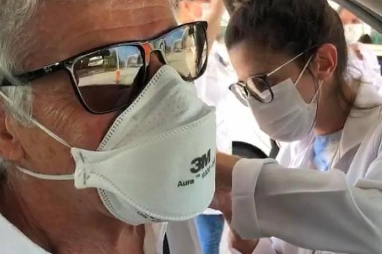 José Mayer festeja vacina e torce pela aceleração da imunização