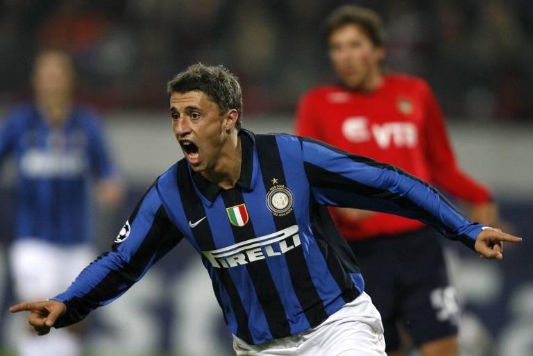 Hernán Crespo celebra gol pela Inter de Milão, um dos cinco clubes italianos em que atuou