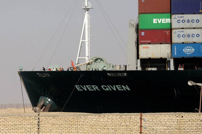 Navio no Canal de Suez está livre para reforçar comércio global