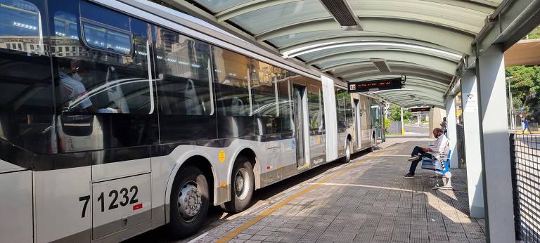 Boulos entra com ação para que gestão Covas coloque toda a frota de ônibus em circulação