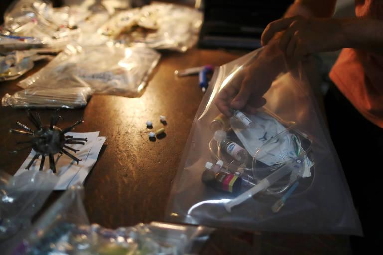 Escultor argentino transforma lixo da pandemia em arte: 'Dor em beleza'
