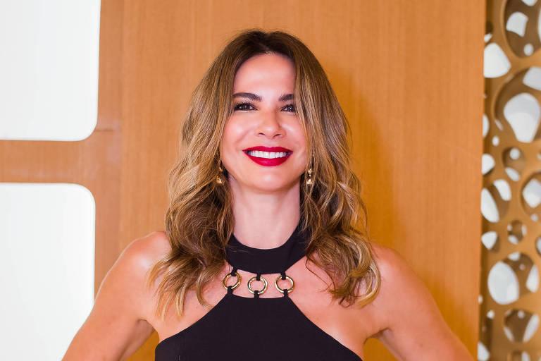 Luciana Gimenez no programa SuperPop, da Rede TV!