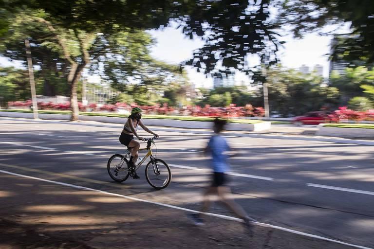 Mesmo com parques fechados em SP, praticantes de atividades físicas tentam aliviar a mente