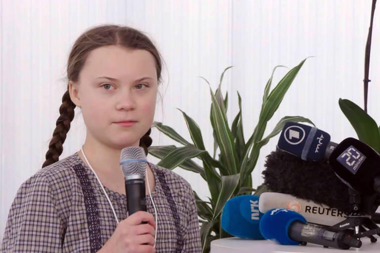 Estátua de Greta Thunberg em universidade gera revolta de estudantes no Reino Unido