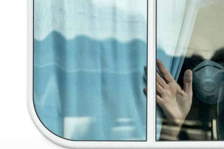Documentário 'O Último Cruzeiro' registra navio com passageiros com Covid-19