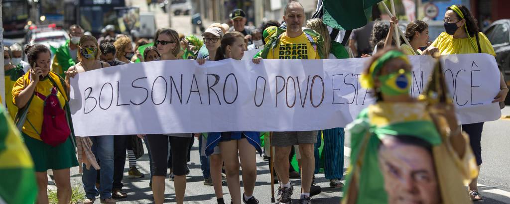 Marcha a favor de intervenção militar convocada por apoiadores do presidente Jair Bolsonaro