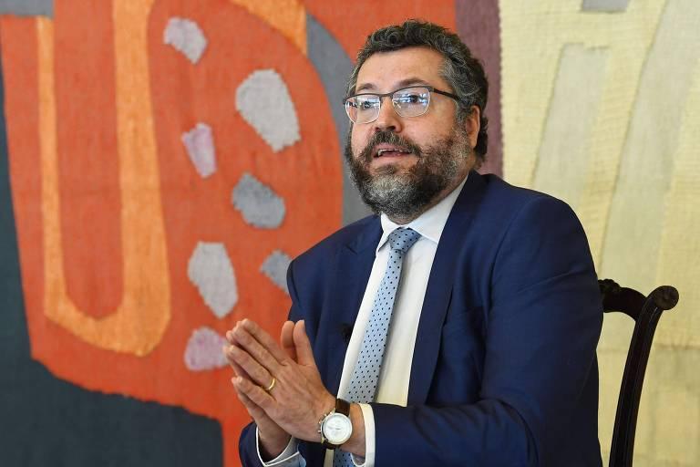 Ernesto ganha cargo administrativo no Itamaraty enquanto Bolsonaro decide nova função