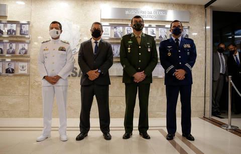 Comandante diz que Exército segue a Constituição e pede cautela da tropa com redes sociais