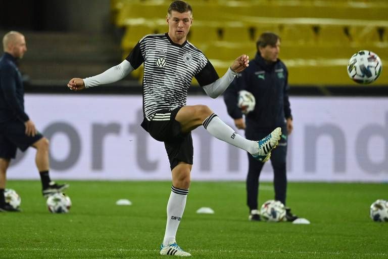 O alemão Toni Kroos criticou duramente as condições de trabalho dos operários na Copa do Qatar-22, o que não foi feito pelos palmeirenses no Mundial