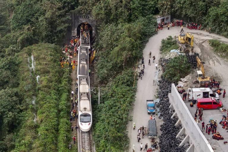 Pior acidente de trem em Taiwan em décadas deixa ao menos 50 mortos