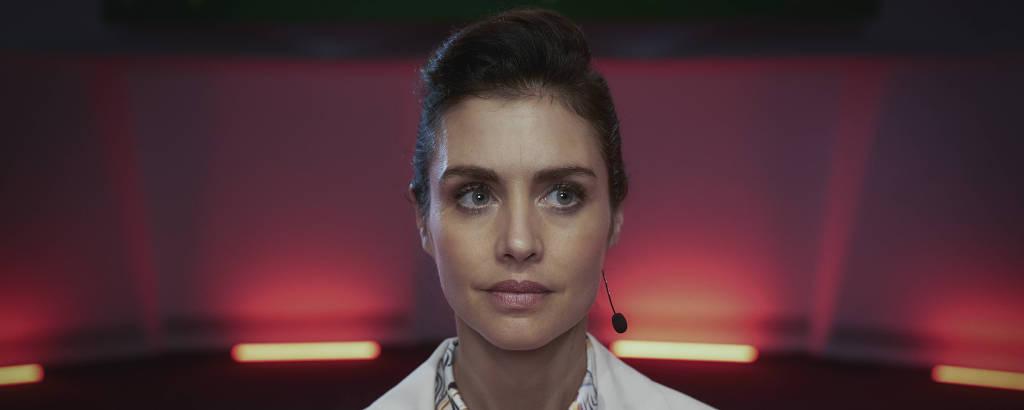 Hannah Ware como Rebecca Webb em 'The One'
