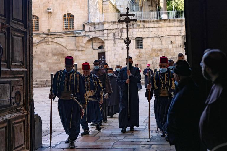 Líder em vacinação, Israel celebra Páscoa com centenas de fiéis em Jerusalém