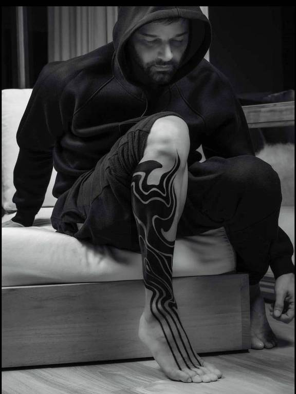 Rick Martin apresenta nova tatuagem