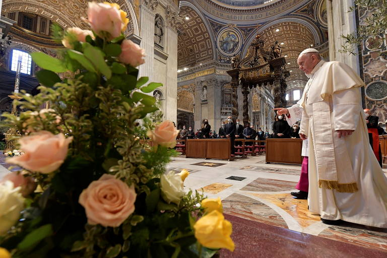 Em mensagem de Páscoa, papa pede distribuição de vacinas aos países pobres