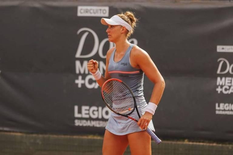 A tenista brasileira Bia Haddad Maia conquistou neste domingo (4) o ITF de Villa María, na Argentina