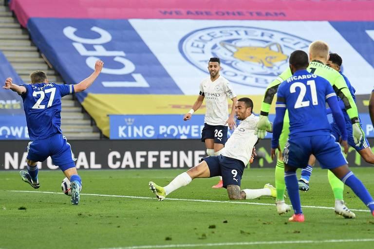 Gabriel Jesus marca o segundo gol do Manchester City na vitória sobre o Leicester City, pelo Campeonato Inglês