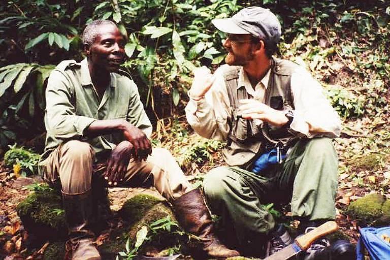 Mike Huffman (à dir.) descreve seu relacionamento com Mohamedi Seifu Kalunde (à esq.) como 'uma parceria intelectual mútua'