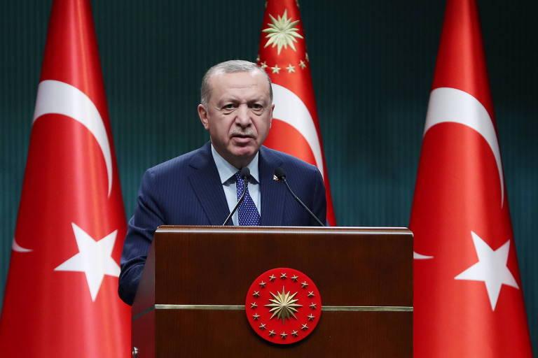 Dez almirantes da reserva são detidos na Turquia por criticar projeto do presidente Erdogan
