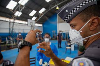 Vacinação de agentes de segurança, em São Paulo