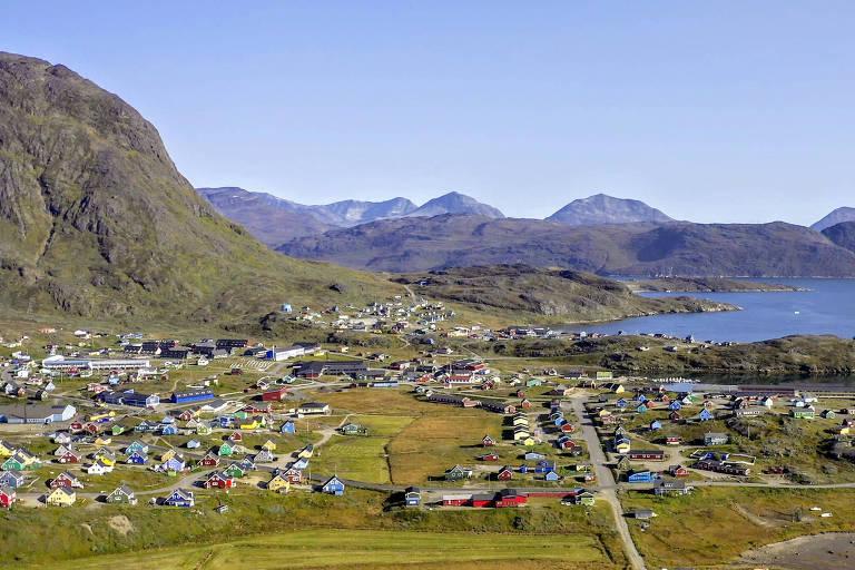 Narsaq, cidade próxima a minas de terras-raras, na Groenlândia