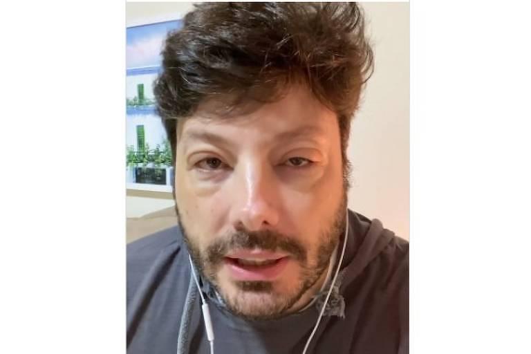 Danilo Gentili mostra rosto deformado após alergia: 'Poderia ir para o saco'